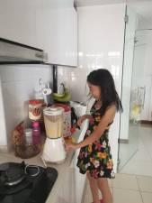 Rayshirl making Banana Muffin